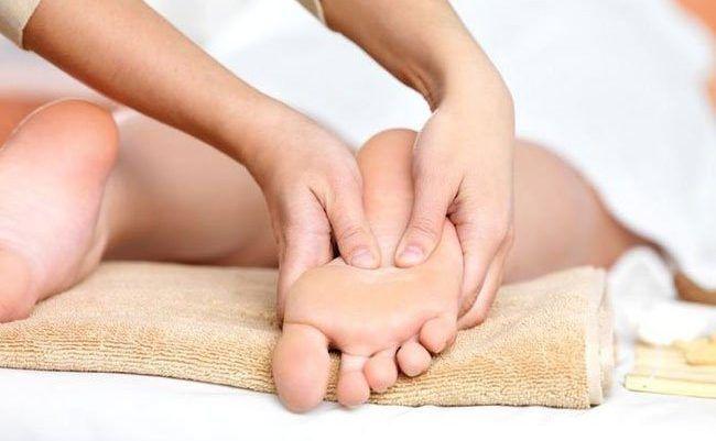 Массаж ног и рук при климаксе