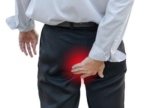 Боль сзади у мужчины
