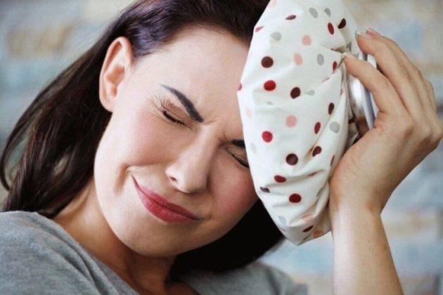 Почему во время месячных болит голова