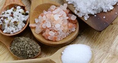 Соль – природный помощник в борьбе с перхотью