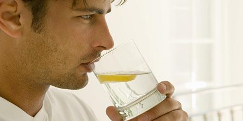 Употребление воды с лимоном