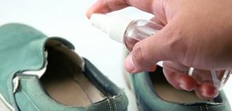 Обувь следует обрабатывать специальным противогрибковым спреем