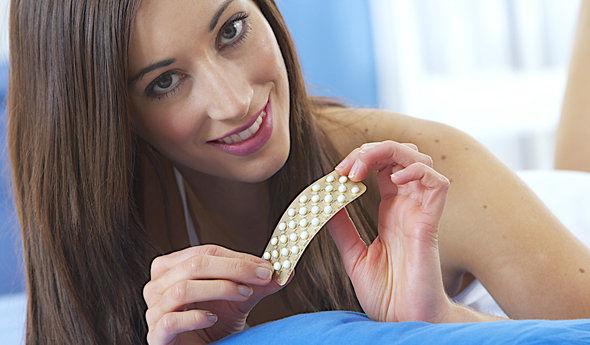 При помощи противозачаточных таблеток