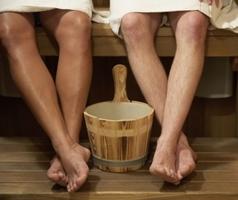 Грибки любят тепло и влагу - живут на полу в банях и саунах, на поверхности плитки в бассейнах