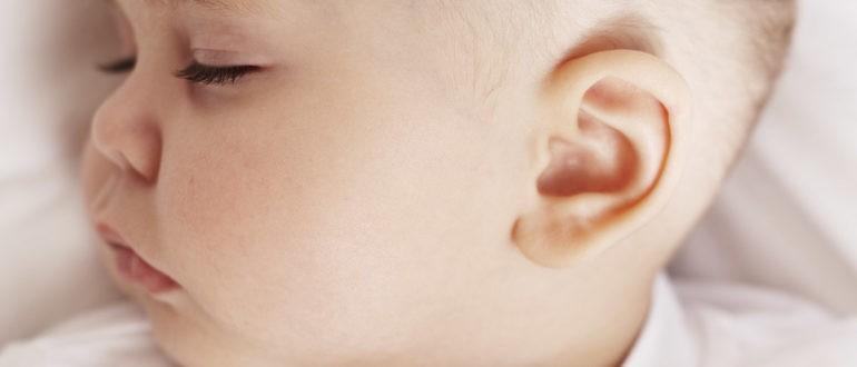 У грудничка и ребенка болит голова